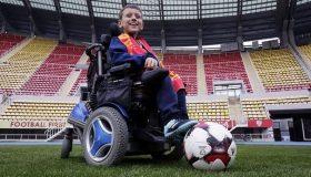 «Παίζοντας ποδόσφαιρο ξεχνώ ότι δεν περπατάω» (εικόνες)