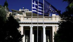 Παραμένει στη θέση του ο Γιώργος Βασιλειάδης - Οι αλλαγές στο κυβερνητικό σχήμα