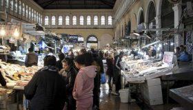 Ανοιχτές Κυριακή και Καθαρά Δευτέρα η Βαρβάκειος και η Αγορά του Ρέντη