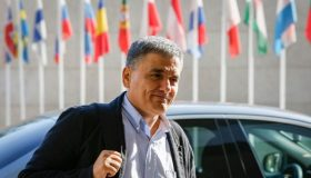 «Η Ελλάδα είναι έτοιμη να σταθεί στα πόδια της» (video)