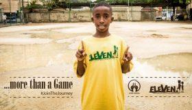 Παιδιά απ΄ όλο τον κόσμο παίζουν μπάλα με προσφυγόπουλα για να διαλύσουν τον ρατσισμό (video)