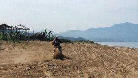 Αγώνας ταχύτητας 280 μοτοσικλετών σε φωλιές της καρέτα-καρέτα! (εικόνες)
