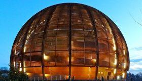 Ο καθηγητής Κώστας Φούντας για την τεχνογνωσία CERN:  Μία αφάνταστα ακριβή επένδυση σε ένα τομέα με ισχυρό ανταγωνισμό από μεγάλο αριθμό χωρών, χωρίς καμία ελπίδα απόσβεσης»