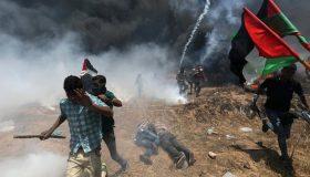 Η Γάζα «φλέγεται»: Συγκρούσεις με δεκάδες νεκρούς και εκατοντάδες τραυματίες (εικόνες)