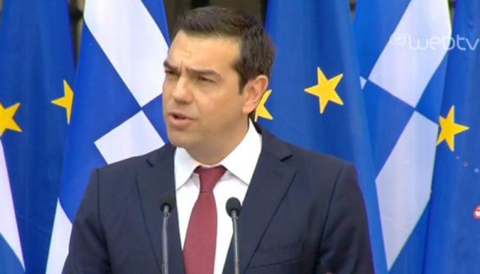 Με γραβάτα στο Ζάππειο ο Τσίπρας: «Εκπλήρωσα το στοίχημα», είπε ο πρωθυπουργός (video)