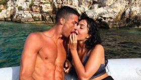 Costa Navarino: Χαίρεται τον ήλιο, τη θάλασσα και την... Τζορτζίνα! (εικόνες)