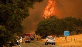 Μαίνεται η πυρκαγιά στο Μεντοτσίνο