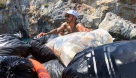 Ο Λιούις Χάμιλτον πετάει τα σκουπίδια ολόκληρης παραλίας (video)