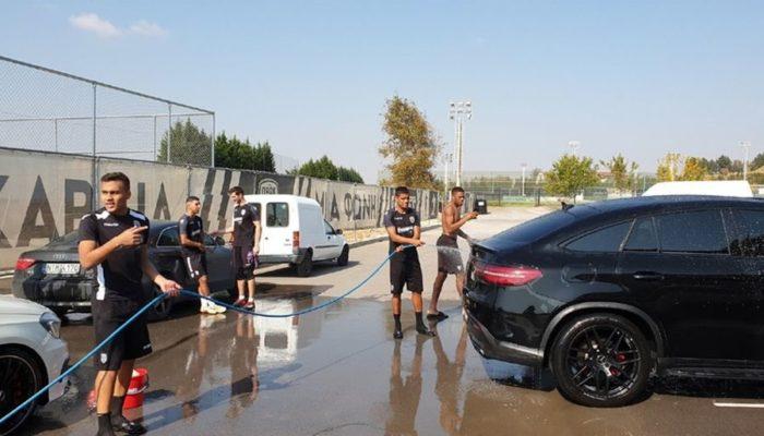 Οι χαμένοι έπλυναν τα αυτοκίνητα των νικητών! (video)