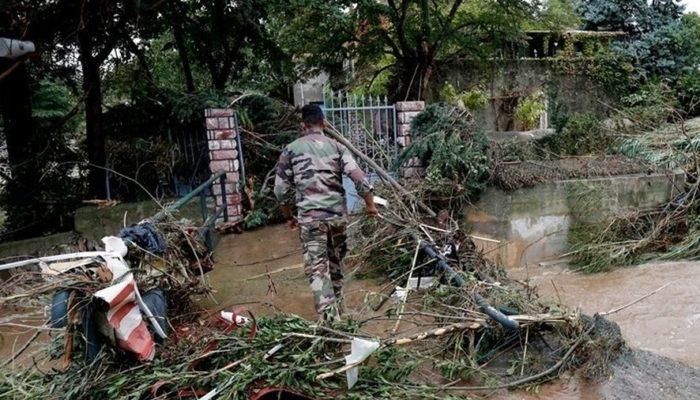 12 νεκροί από τις πλημμύρες