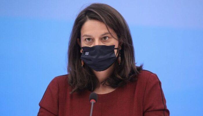Η μάσκα ΔΕΝ ΠΡΟΣΤΑΤΕΥΣΕ την Κεραμέως - Θετική στον κορωναϊό η υπουργός παιδείας...