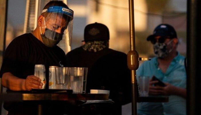 CDC: «Οι πλήρως εμβολιασμένοι να φορούν μάσκα λόγω της παραλλαγής Δέλτα»
